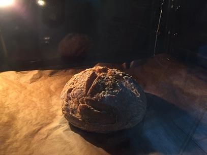 pan de masa madre sin gluten en horno